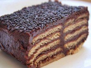 tarta de chocolate y galletas de cumplaños